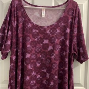 🎉BEAUTIFUL LULAROE 2XL PERFECT TOP🎉